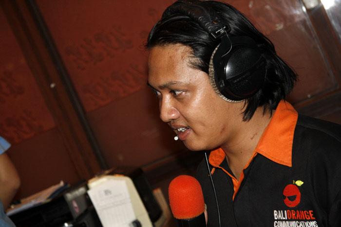 Bali Orange Talkshow on Hard Rock 87.8 FM Bali, June 20th 2008